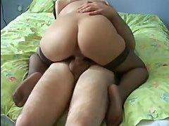 Друзья мужа порвали гандон ебав жену в чулках порно видео на русском